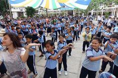 Dù che ngoài trời và sự kiện chào năm học mới của học sinh cả nước