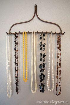 rake necklace holder. this is freakin genius