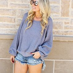 Cutoff Shorts Outfit, Casual Look, Sweater Outfit, Spring Fashion, Summer Fashion