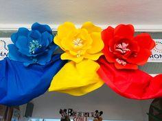 Decor pentru 1 Decembrie- Ziua Națională a României 1 Decembrie, Crafts For Kids, Preschool, Paper, Windows Decor, Handmade, Moldova, Paper Flowers, Romania