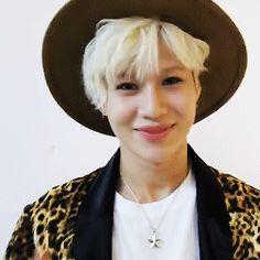 Miren que bonito gif de Taemin *-*