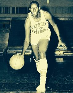 On this date in 1950 (Oct,31), Earl Lloyd became the first black man to play in the NBA. #respect