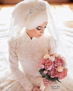 Congratulations to sister @hamide_66 and her partner @67srkan ♥♥♥ Bridal bouquet by @incitanesi_gelincicegi  Photo by @kafkasphotography  Make up @makeupbytugba  @_birsen_moda_fatih_ Hijab @byturbandesign . . . #bride #muslimbride #beautifulbride #turban #bridalturban #gelin #nisan #dugun #gelinlik #nikah #bridestory #weddingku #pernikahan #modestbride #modesty #weddingday