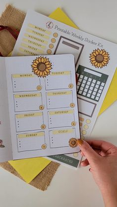 Create a stunning sunflower theme with this printable sunflower weekly sticker kit! Choose from 50 aesthetic stickers that will surely make your weekly planning easier! You can use this for your bullet journal, scrapbook, or planner. Plus you can have UNLIMITED PRINTS! Bullet Journal Writing, Bullet Journal Aesthetic, Bullet Journal Ideas Pages, Bullet Journal Spread, Bullet Journal Layout, Bullet Journal Inspiration, Bullet Journal October Theme, Bullet Journal Inserts, Creating A Bullet Journal