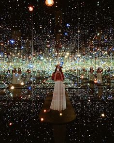 """""""And in that moment, I swear we were infinite.""""✨ Hello beautiful Los Angeles. This was taken today, inside Yayoi Kusama's Infinity Room at The Broad! Such a magical experience, and was the fastest 45 seconds of my life. #LAstory @flightcentreau #openmyworld #grammasters3"""