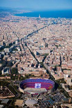 dit is het stadion van FC Barcelona het Camp Nou stadion. Barcelona Team, Barcelona Futbol Club, Barcelona Travel, Camp Nou Barcelona, Xavi Barcelona, Barcelona Catalonia, Football Stadiums, Spain And Portugal, Spain Travel