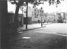 ue actualment és el carrer Vallespir va ser la carretera de les Corts, ja que era el principal camí que comunicava amb aquest municipi. Posteriorment, ja al 1884, aquest carrer ens apareix amb el nom de carrer veïnal de Colom i posteriorment directament com a carrer Colom. No es va anomenar Vallespir fins a l'inici del segle XX.