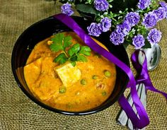 Jain Paneer Makhani is a delicious, rich and creamy Indian curry prepared without using any onion and garlic. Find how to make Jain Paneer Makhani. Jain Recipes, Paneer Recipes, Garlic Recipes, Indian Food Recipes, Vegetarian Recipes, Cooking Recipes, Ethnic Recipes, Vegetable Gravy Recipes, Indian Curry Vegetarian