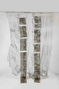 Naomi Wanjiku Gakunga (Nigeria), Tafsiri, 2014. Stainless steel wire and sheet metal, 226 x 143 x 20 cm - Photo courtesy the artist.