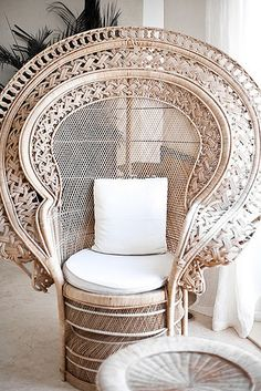Bohemian Furniture Must-Have: Wicker Peacock Chair Patio Interior, Tropical Interior, Deco Boheme, Take A Seat, Home Living, Living Room, Modern Retro, Decoration, Interior Inspiration