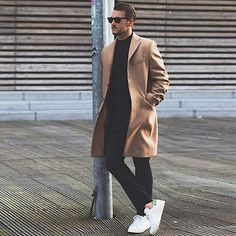 The camel coat is the musthave from this season!