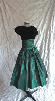 80s Dress // Vintage 1980s Emerald Green Taffeta by ChiffonLounge, $117.00