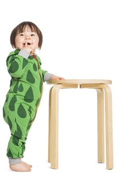 Long-sleeved all-over print bodysuit. Closures on shoulders and crotch. Double fabric at the cuffs so they look good turned up if the sleeves are too long. Organic Baby, Kind Mode, Kids Clothing, My Outfit, Thats Not My, Cuffs, Kids Outfits, Bodysuit, Long Sleeve