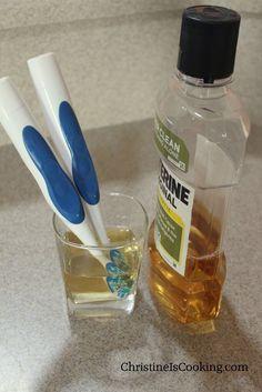 Molhe suas escovas de dente em antisséptico durante a noite — ou simplesmente…