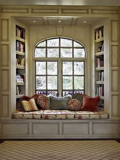oh a window seat, that's something else i would want in my dream house. a kitchen island, a window seat. ya know, fun stuff Home Libraries, Cozy Nook, Cozy Corner, Bed Nook, Alcove Bed, Home And Deco, My New Room, Home Fashion, My Dream Home