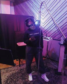 You know where to find me. Music X, Her Music, Best R&b Artists, Black Female Singers, Cute App, Black Aesthetic Wallpaper, Debut Album, American Singers, Beautiful Black Women