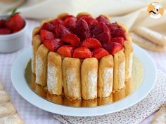 When strawberries are showing up, what is nicer than to bake a pretty charlotte? - Recipe Dessert : Strawberry charlotte by PetitChef_Official Mexican Food Recipes, Sweet Recipes, Cake Recipes, Dessert Recipes, Food Cakes, Charlota Cake, Beaux Desserts, French Dishes, Cold Desserts