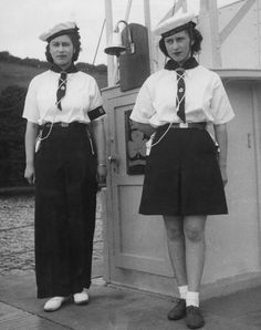 Princess Elizabeth (now Queen Elizabeth II, left) and her younger sister Princess Margaret Rose - aboard a converted motor torpedo boat used by the Sea Rangers at Dartmouth, Devon, Hm The Queen, Save The Queen, Duchess Of York, Duchess Of Cambridge, Duchess Kate, Pictures Of Queen Elizabeth, Prinz Philip, Queen 90th Birthday, Margaret Rose