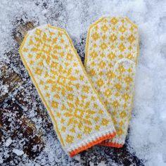 Ravelry: Calamondin pattern by Lanja Sámsdóttir Mittens Pattern, Knit Mittens, Knitted Gloves, Knitting Socks, Fair Isle Knitting, Sampler Quilts, Fabric Yarn, Wrist Warmers, Knitting Accessories