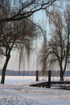 Rotterdam - Lake Kralingen - On a winters day Beautiful Winter Scenes, Beautiful Places, Beautiful Pictures, Rotterdam Netherlands, Winter Wonder, Winter Time, New Pictures, Holland, World