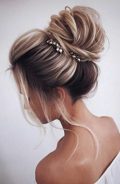31 Drop-Dead Wedding Hairstyles for all Brides high loose bun wedding u. - 31 Drop-Dead Wedding Hairstyles for all Brides high loose bun wedding updo hairstyles - Wedding Hairstyles For Long Hair, Formal Hairstyles, Bride Hairstyles, Easy Hairstyles, Hairstyle Ideas, Indian Hairstyles, Hairstyles 2018, Perfect Hairstyle, Feathered Hairstyles