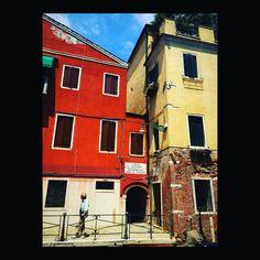Uomo e sole. #biennalearte2017 #biennale #venezia #uomo #man #homme #elegance #sole #sun #soleil #venise #venice #italia #italie