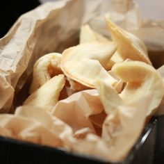 fortune cookies The perfect addition to any Chinese New Year celebration! fortune cookies The perfect addition to any Chinese New Year celebration! Biscuits, Baileys Cheesecake, New Year's Desserts, New Year's Eve Appetizers, New Year's Food, Snack Recipes, Snacks, Desert Recipes, Food Videos