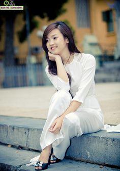 Cùng áo dài trắng nữ sinh duyên dáng ngày khai trường