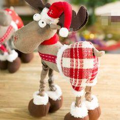 ¿Cómo Hacer Muñecos Navideños Paso a Paso? Christmas Hearts, Felt Christmas, Rustic Christmas, Christmas Time, Christmas Ornaments, Felt Ornaments, Vintage Christmas, Xmas Crafts, Christmas Projects