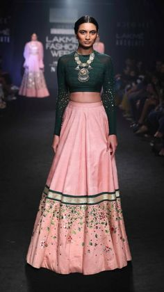 Simple pink lehenga with contrast deep green blouse by Divya Reddy #Frugal2Fab Indian Bridal Fashion, Bridal Fashion Week, Lakme Fashion Week 2017, India Fashion Week, New Lehenga, Green Lehenga, Bridal Lehenga, Kurtis Indian, Indian Couture
