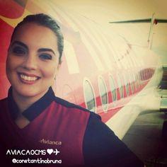 Belíssima comissária avianca, super sorridente. Bons vôos! Foto: Bruna Constantino ❤✈ #crewlife #future #flightattendant #aeromoça #stewardess #aeromoças #comissáriadebordo #comissária #avianca #fly #revistatripulante #aero  #tripulantes #thinkredavianca #aviacaocms #comissariadevoo #aviancabrasil