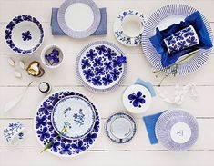 A contemporary small apartment with Swedish style Interior Design. A small space apartment, with very cozy and spacious interior. Blue And White China, Blue China, Love Blue, Swedish Style, Swedish Design, Scandinavian Design, Scandinavian Dinnerware, White Dishes, Small Room Bedroom