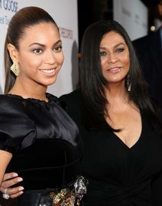 """Beyonce Knowles Photos - Beyonce and mother Tina Knowles arrive at the premiere of """"Cadillac Records"""" held at The Egyptian Theater on November 2008 in Hollywood, California. - Los Angeles Premiere Of """"Cadillac Records"""" Tina Knowles, Beyonce Knowles, Beyonce Style, Beyonce And Jay Z, Houston, Beyonce Family, Mom Gallery, It's All Happening, Sleek Ponytail"""