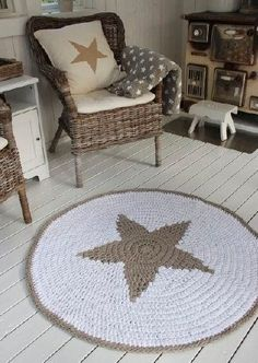tapetes de crochê barbante na varanda
