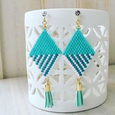 #デリカビーズ #デリカビーズアクセサリー #夏アクセ #大きめアクセ #ノンホールピアス #タッセル #タッセルアクセ #大人可愛い #ハンドメイド #おしゃれさん #オーダー品 #感謝🙏 Beaded Earrings Native, Beaded Earrings Patterns, Seed Bead Earrings, Diy Earrings, Beading Patterns, Beaded Jewelry, Jewellery, Bead Sewing, Beaded Crafts