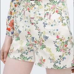 zara floral iconic shorts High waisted floral shorts. Iconic and looks great with solid tee or floral button down. Zara Shorts