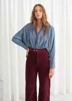 Model front image of Stories oversized floral print shirt in blue Floral Print Shirt, Floral Prints, Red Design, Blouse Outfit, Fashion Story, Shirt Blouses, Chiffon Blouses, Wool Scarf, Outfit Sets