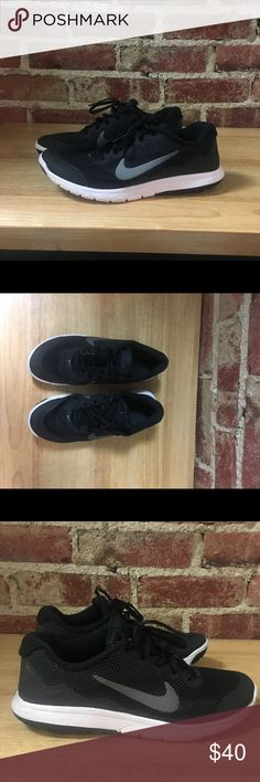 Black nikes size 8. Great condition No flaws, worn but overall great condition. Be sure to check out the rest of my closet for other name brand items at the best prices. Bundles of 2 or more items are 15% off!! Nike Shoes Athletic Shoes