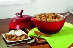With only four basic ingredients, this simple apple crisp recipe can be made at a moment's notice. Try Granny Smith apples to get the perfect, tart taste that makes this simple apple crisp a winner. Apple Recipes Easy, Great Recipes, Apple Crisp Easy, Tart Taste, Dutch Oven Cooking, Cast Iron Dutch Oven, Food Hacks, Sweet Treats, Apples