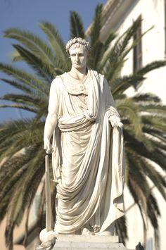 Statua di Napoleone a piazza Foch ad Ajaccio, Corsica