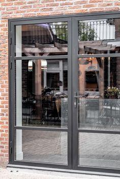 Aluminium French Doors, Crittal Doors, Interior Minimalista, Garden Windows, House Extensions, Steel Doors, Back Gardens, Patio Doors, Bay Window