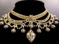 EXCEPTIONAL! Gold-tone Mesh Necklace w/ Clear Stunning Rhinestone Details #1527