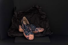 BINDWEED OXFORDSHand screen printed leather shoes. Make your own bespoke pair with Justyna Medon & MYS shoes. #shoesoftheday #bespokeshoesuk #bespokeprinted #individualpattern #eachpairunique #surfadesign #justynamedon #elegantshoescollection #shoesmadebyorder #silkscreenprinted #mysfashion #photo_addicted_to_patterns #madebyorder #luxuryshoes #uniquedesigns #printedwithpassion #printstudiobristol #bristolbespoke #sustainablefashion #ecofriendly #madespeciallyforyou #proffesionalservices