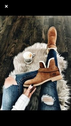 These might be some Uggs that I can get behind. First pair of Uggs that are actually cute. Fall Winter Outfits, Autumn Winter Fashion, Ugg Winter Boots, Winter Fashion Boots, Warm Boots, Brown Boots, Ankle Boots Outfit Winter, Stylish Winter Boots, Short Winter Boots