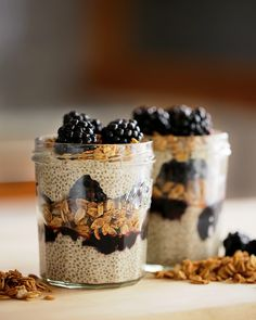 Vegan Blackberry Granola Chia Pudding // Chia pudding is a great choice for a dessert-y breakfast. If you pack it with granola and yummy blackberries, you've got yourself a filling breakfast that will last for hours.   The Green Loot #vegan #healthy