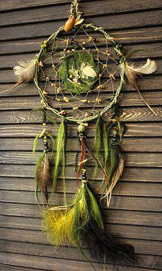Купить или заказать Ловец снов 'Deep magic forest' в интернет-магазине на Ярмарке Мастеров. Ловец снов 'Deep magic forest' - это таинство и сила древнего леса. Это мох словно одеяло укрывающий священные дубы и камни, это приятная тень густой листвы, это покой среди тихой и умиротворяющей глубокой зелени... Ловец снов 'Deep magic forest' дарит спокойные, глубокие, сильные сны и защищает от самых изворотливых кошмаров. Ловец снов 'Deep magic forest' ориентирован ...