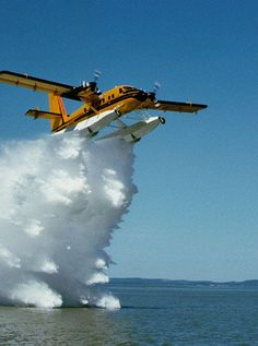 Twin Otter testing water drop