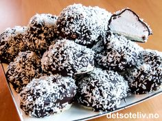 "mmmmmm, å ha hjemmelagde ""Kokosboller"" i kjøleskapet:-) Christmas Sweets, Christmas Baking, Christmas Recipes, Cake Recipes, Dessert Recipes, Desserts, Norwegian Food, Norwegian Recipes, No Bake Treats"
