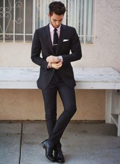 Black suit and tie, pink shirt and pocket square. Black Suit Men, Black Tie, Black Suit Pink Shirt, Sharp Dressed Man, Well Dressed Men, Suit Fashion, Mens Fashion, Fashion Menswear, Style Fashion