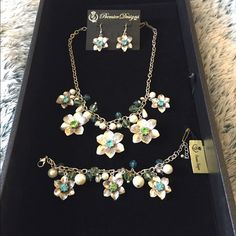 """Garden Gate jewelry set Premier Designs """"Garden Gate"""" set. Has necklace, earrings and matching bracelet. Bracelet measures 9 inches with extender. Premier Designs Jewelry"""